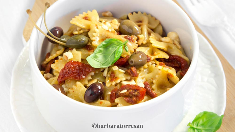 Farfalle with sun dried cherry tomatoes - Pasta recipe